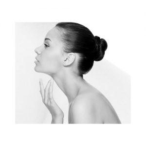 Liftende en verstevigende behandelingen die worden toegepast in de salon om het gezicht, de hals en het decolleté te verjongen zijn zeer effectief en geven direct resultaat. Na een grondige huidanalyse wordt bekeken welke behandeling voor uw huid het meest effectief is